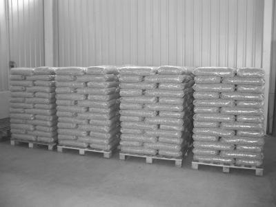 Holzpellets Sackware / 15 kg Säcken auf Paletten| AdlerPack